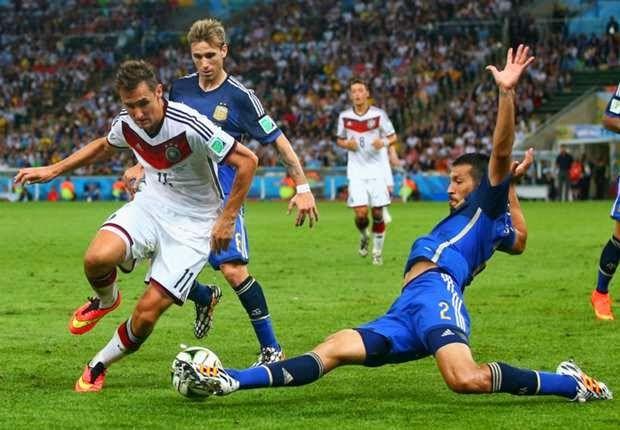 Miroslav Klose: Secara Kualitas Jerman Lebih Unggul - Klose adalah satu-satunya pemain Jerman yang juga beraksi di final Piala Dunia 2002, Penyerang veteran Jerman Miroslav Klose mengaku mengangkat trofi Piala Dunia terasa lebih manis setelah sebelumnya mencicipi serangkaian kegagalan di kompetisi yang sama.