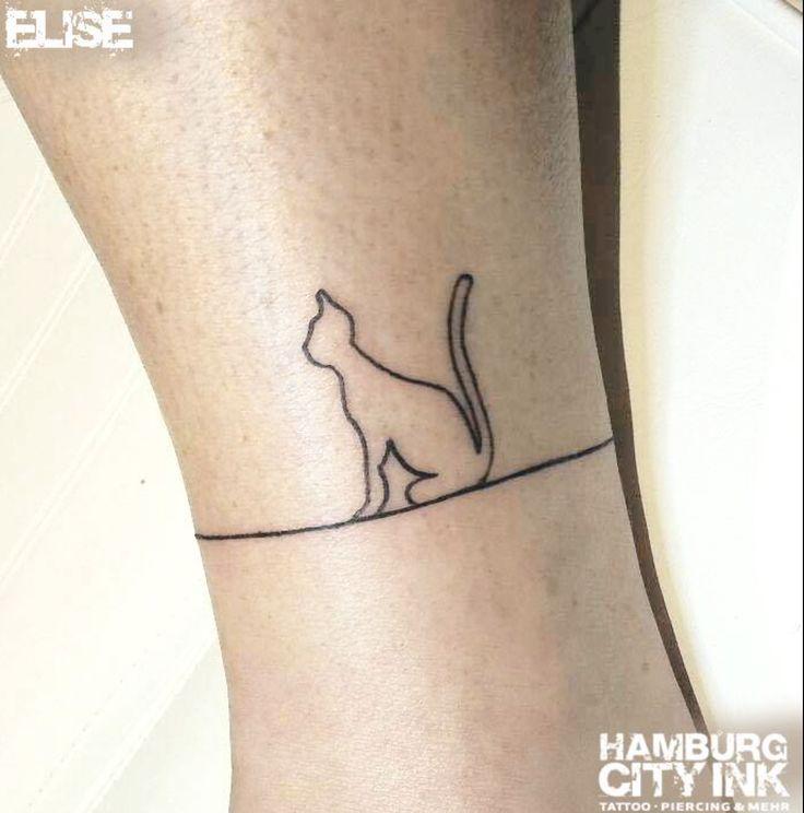 #Tattoo #Blackwork #Minimalistic #Minimaltattoo # Minimalistictattoo #Tatt #Hamburgtattoo #Tattooist #Tattooartist #Elise #Hamburgcityink #Hamburgcity #HCI #Tattoostudio #HH #Cat #Cattattoo #Kitten #Kätzchen #Kätzchentattoo #onelinetattoo #Oneline #Cute