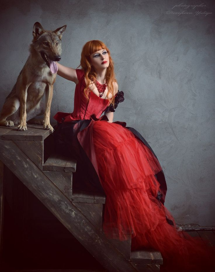 Red necklace with Swarovski crystals. Design by Yulia Logvinova.