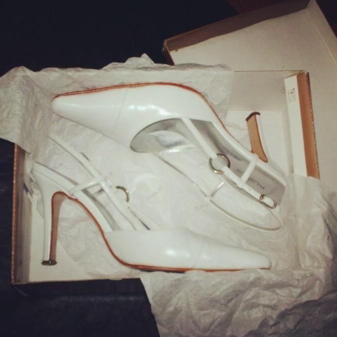 Zapatos KUALA N.38 $150 100% cuero Rebajados ya que uno de ellos tiene una pequeña marca que podría disimularse con pomada blanca.