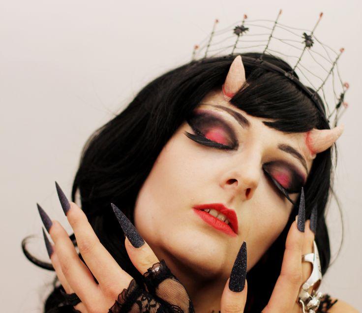 Les 25 meilleures id es de la cat gorie maquillage - Maquillage halloween diablesse femme ...