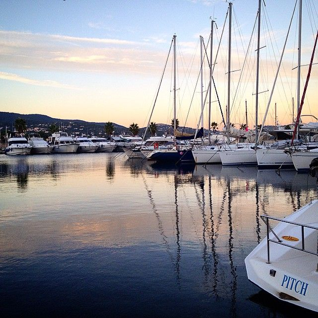 The end of a beautiful day... #harbor#port#sunset#boats#sea#mediterranean #cavalaire#var#reflections#reflets#sky #colorful #couleurs #france #iphonography #Cavalairetourisme