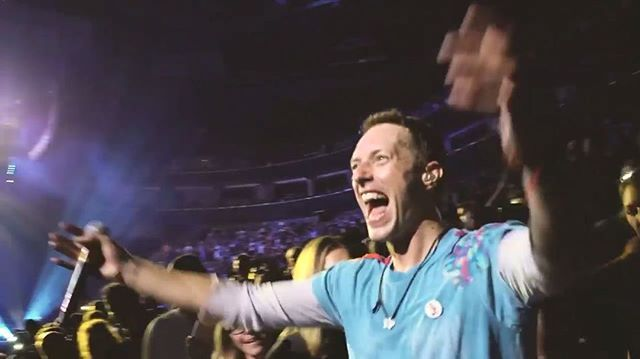 "This made me incredibly happy. Chris walking through the crowd during Amazing Day then going back up on stage and loving every second with Jonny is what I live for 😄 • #qotd ""This particular diamond was extra special"" ~ Everglow 🎵 • #Coldplay #chrismartin  #guyberryman #willchampion #jonnybuckland #coldplayaheadfullofchrismartin"