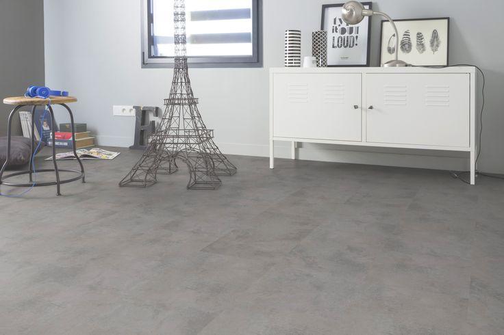 De Grey Clouds is een moderne pvc betonlook met extra grote tegels. De vloer is warm grijs van kleur en combineert prachtig met contrasterende kleuren en materialen!