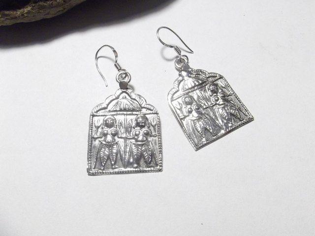 """Orecchini etnici in argento 925 a sbalzo e cesello. Nella raffigurazione Bahirava Shiva.  Divinità induista, creatore e salvatore, padre di Ganesha""""collui che rimuove i ostacoli"""""""