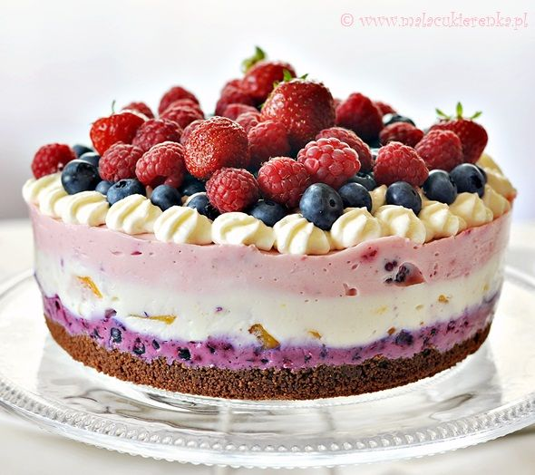 Sernik lato... click the translate button to english...a colorful cheesecake with summer fruit