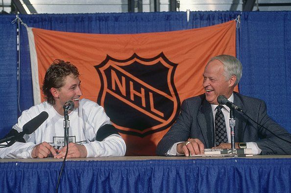 Hockey: Hall of Famer Gordie Howe (R) with Los Angeles Kings Wayne Gretzky during press conference after Gretzky broke Howe's career points record during game vs Edmonton Oilers at Northlands Coliseum. Edmonton, Canada 10/15/1989 CREDIT: David E. Klutho (Photo by David E. Klutho /Sports Illustrated/Getty Images) (Set Number: X38959 TK2 R17 F1 )