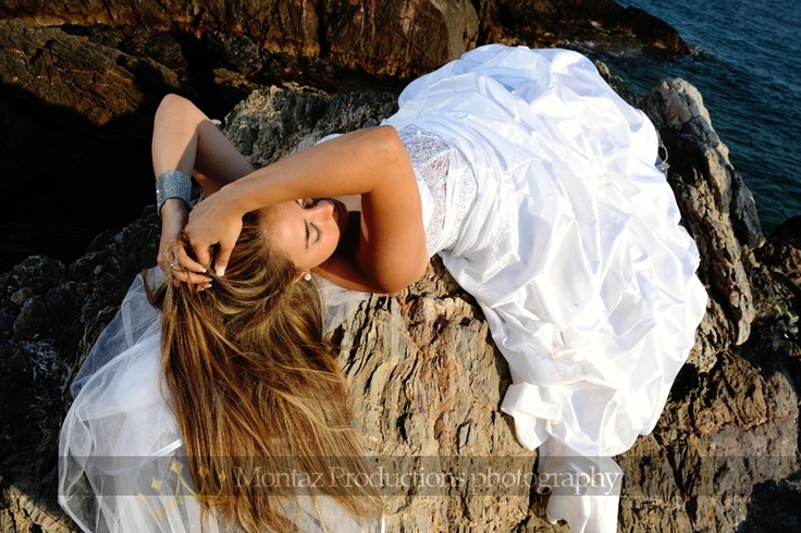 Have you imagined to go somewhere with your wedding dress? #weddingphotography