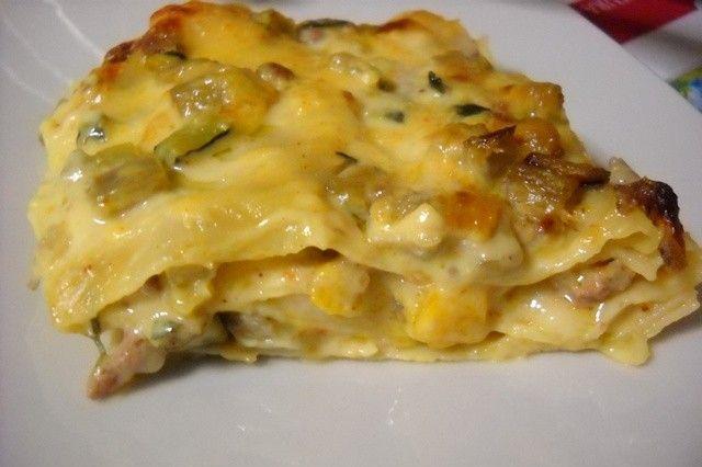 Le lasagne alle verdure con besciamella allo zafferano sono una variante delle classiche lasagne alla bolognese. Ecco la ricetta