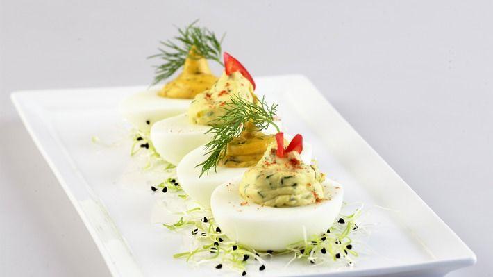 Fylte egg med urter - Gjester - Oppskrifter - MatPrat