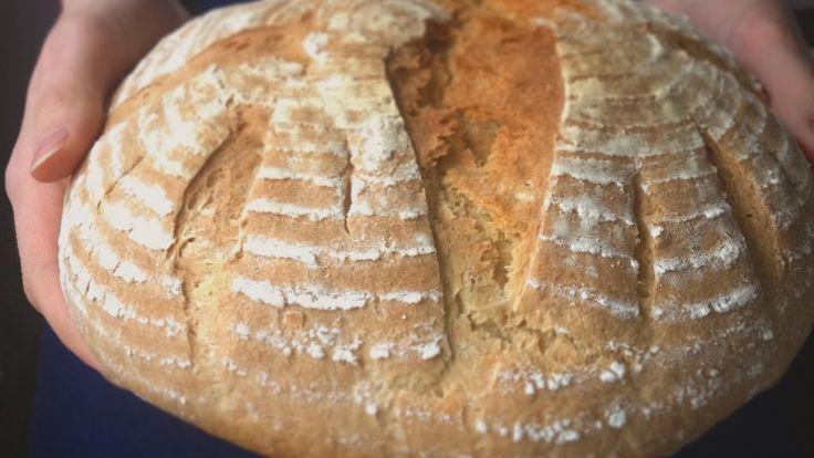 Хлеб кукурузный в тестомешалке. Месим кукурузный хлеб в комбайне-тестоме...