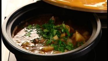 Tajine met kip, couscous en frisse wortelsalade