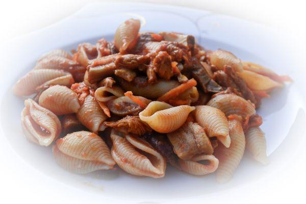 Koriander er et krydder som blir forbundet med mat fra Østen, men kan fint brukes med norsk skogs...