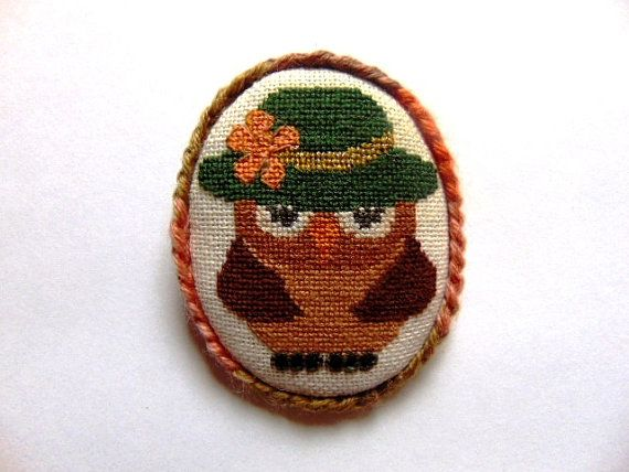 Hand embroidered brooch Owlman with melange plait.