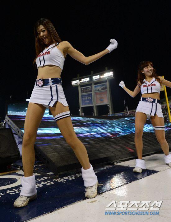 Doosan Bears - Cheer leader