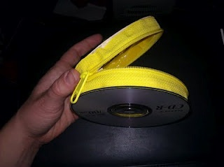 HOW TO: Make a CD and duck tape purse, Recycle old CD's and DVD's