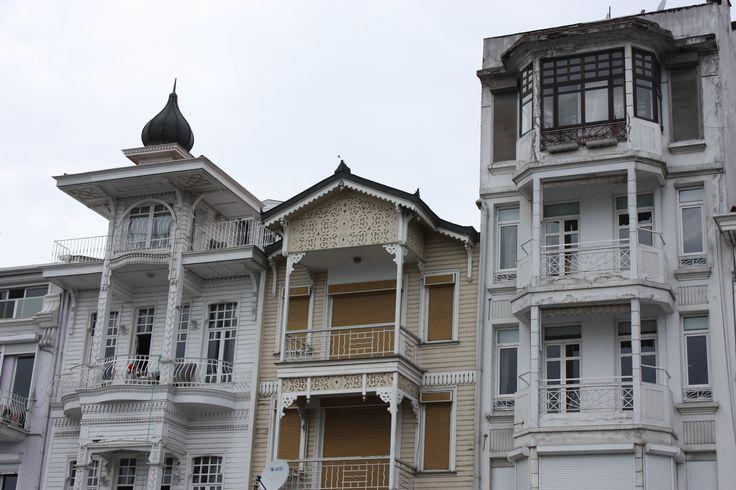 schöne Holzhaüser am Bosporus