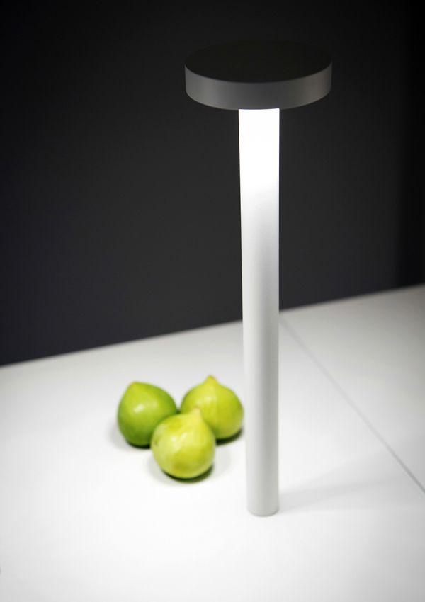TETATET magnetic table led lamp. Rechargeable. (DAVIDE GROPPI)