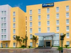 Los viajeros de negocios y de placer que buscan un hotel con un estilo contemporáneo, disfrutarán de su estancia en City Express Mazatlán.     Sus confortables instalaciones, las más convenientes amenidades y altos estándares de ingeniería, le sumergirán en un ambiente de negocios muy profesiona.