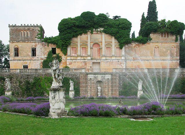 E poi c'è Villa Trissino Marzotto che sembra un castello delle favole #slowtour su #rete4