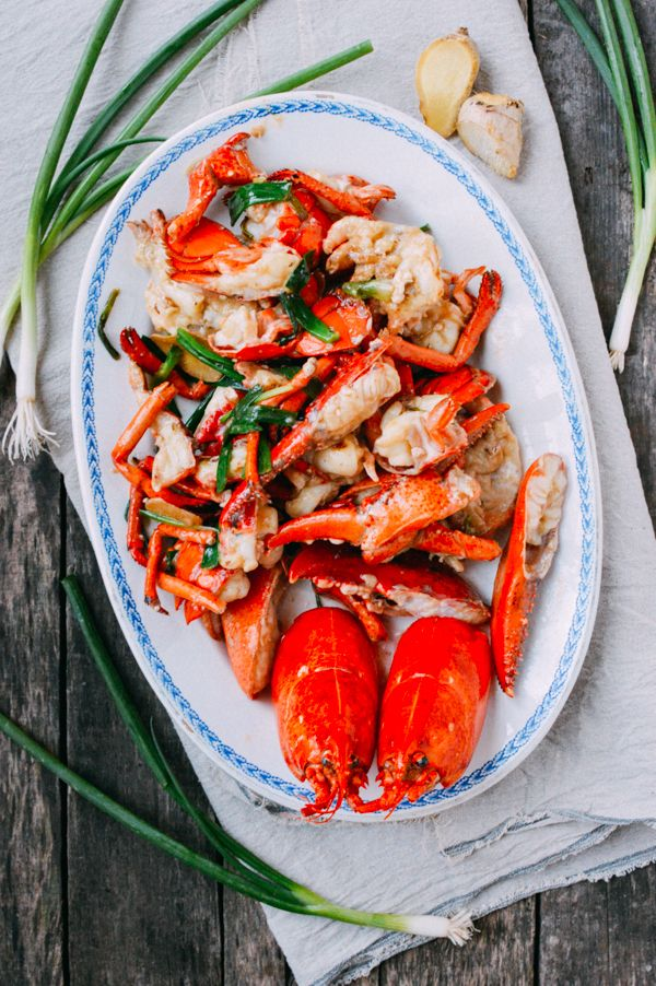 Cantonese ginger scallion lobster can be made with whole lobsters or just with lobster tails. Try this Chinese banquet classic with our step-by-step recipe!