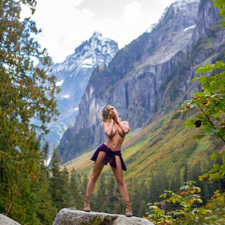 Sara Jean Underwood Topless Nude Photos 24