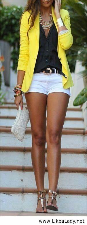 Short branco + blazer amarelo