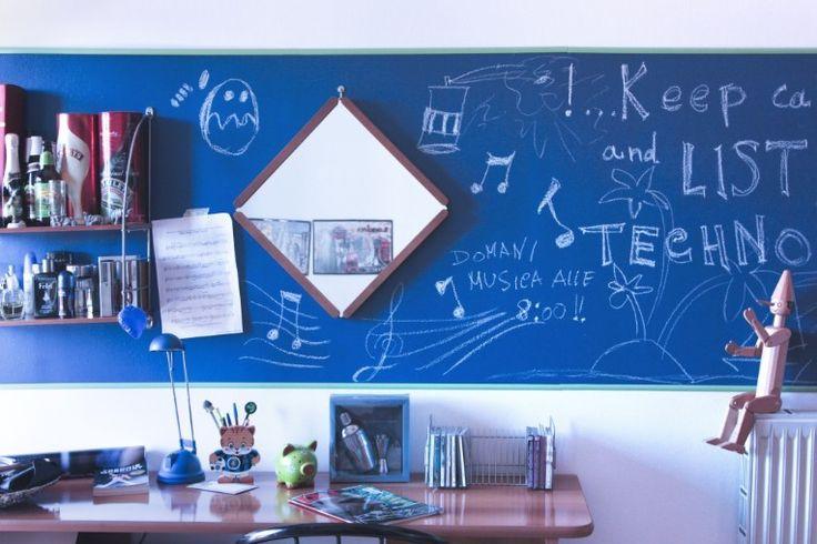 Un'idea divertente per la camera dei bimbi? La vernice lavagna! Per scrivere, cancellare e riscrivere senza rovinare i muri!