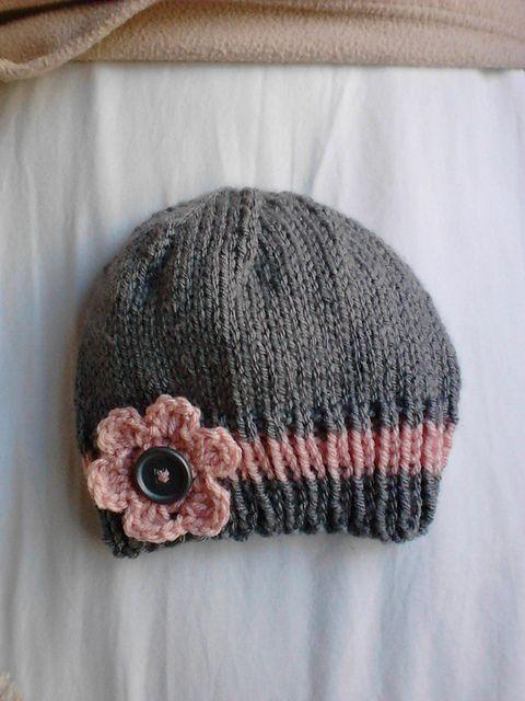 Un bonnet pour bébé facile à tricoter ✪ Ravelry: Easy and Basic Baby Hat pattern by Christy Hills
