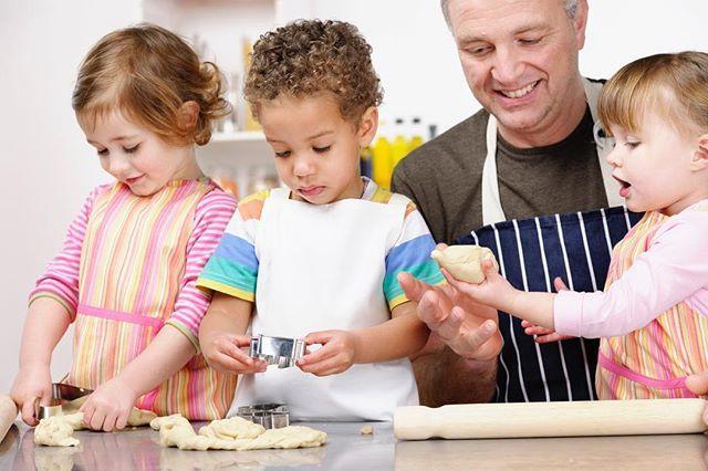 Férias escolares, o que fazer com os pequenos? COZINHAR! Convidamos o chef de cozinha Pedro Brasil, para convidar os pais a levarem seus filhos para cozinha. Vale a pena a experiência!!! #maternidade #clickbaba #clicksitter #mompreneur #cuidadoinfantil #baba #babysitter #maeexecutiva http://buff.ly/2ufytOs