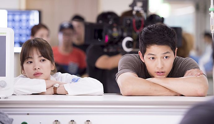 Many have observed that Song Hye Kyo and Song Joong Kiwere low-key at the press conference, seeming to keeptheir interactions with each other to a minimum, but to me, it was when they sat …