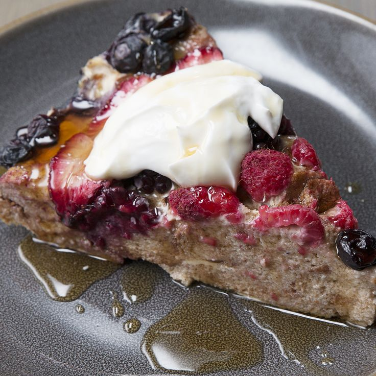 Sweet breakfast ideas Berry French Toast Bake bread and butter pudding fruit berries