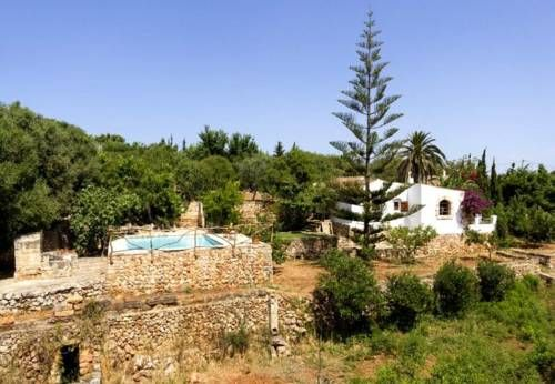 Three-Bedroom Apartment in Menorca with Pool VIII Menorca Three-Bedroom Apartment in Menorca with Pool VIII offers accommodation in Tres Alquer?as, 47 km from Cala Ratjada. The unit is 1.7 km from Ciutadella.