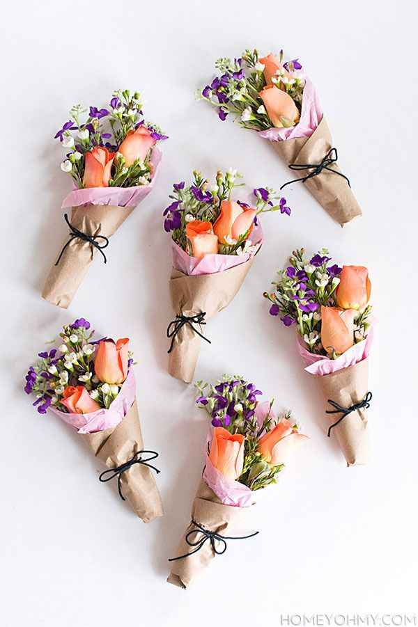 DIY Mini Flower Bouquets - so cute. Party favor / Mothers Day office gift / Easter picnic or brunch
