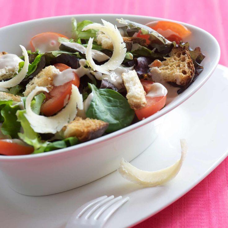 Découvrez la recette Salade César sur cuisineactuelle.fr.