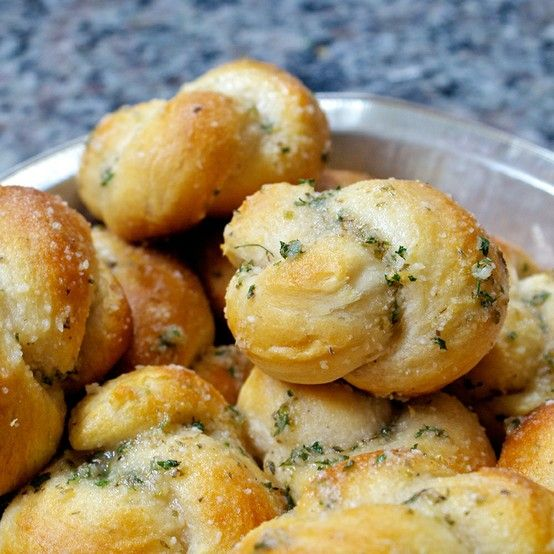 Try our super easy garlic parmesan knots recipe! Ready in under 10 mins. and crazy addicting! The perfect addition to dinner! :)   #easyrecipes #dinner #italian #garlicrolls