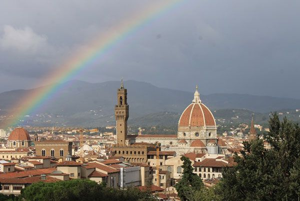 How is the weather in Florence ? here is a fantastic rainbow on an of most beatiful Italian city.