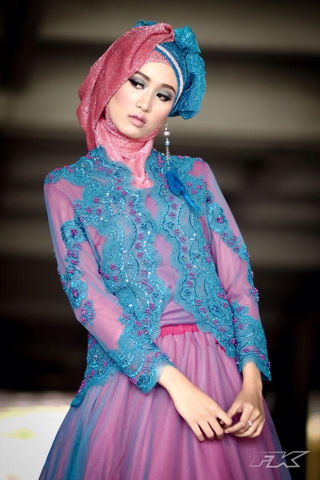 Hijab kebaya biru 02