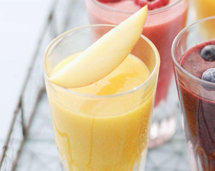 Tropic-Smoothie mit Ananas, Mango, Banane und Birne | Zeit: 15 Min. | http://eatsmarter.de/rezepte/tropic-smoothie
