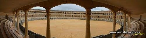 #Málaga #Ronda - Plaza de toros Auth GPS 36.741889, -5.167361  Foto de Francisco Javier Castillo Corral. La Plaza de Toros es uno de los monumentos más visitados y representativos de la tauromaquia. La Plaza de Toros de Ronda se inauguró en 1785. Hoy es uno de los monumentos más representativos de la tauromaquia. En 1993 fue declarado Bien de Interés Cultural (BIC).