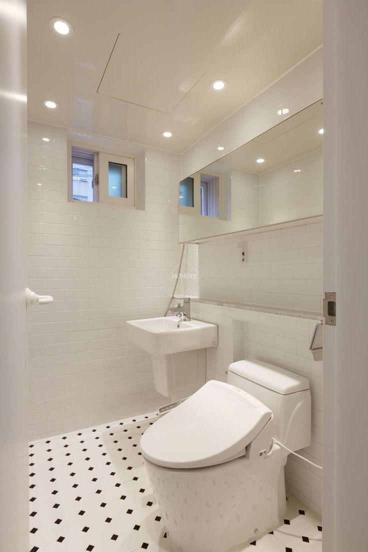 우리집 거실을 영화관으로 21평 신혼집 빌라인테리어 : 스칸디나비아 욕실 by 홍예디자인