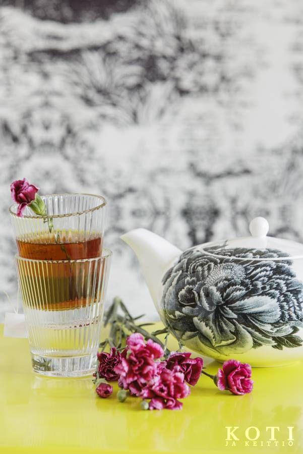 Neilikkainen teehetki | Ruhtinaallista runsautta | Koti ja keittiö | Johanna Ilander | Kuva Arsi Ikäheimonen
