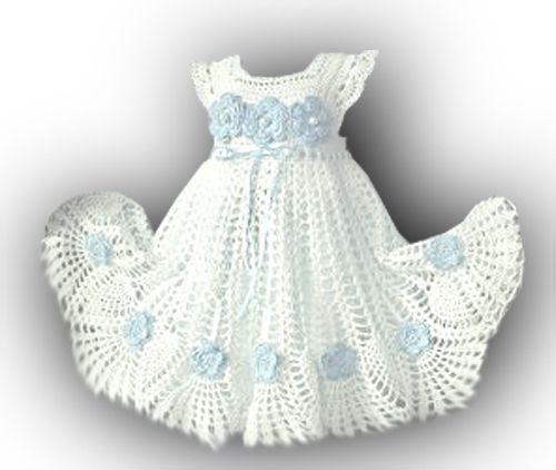 Sněhová vločka Nadherné šaty pro holčičky určené pro společenské události, které budou v nich vypadat skutečně jak sněhová vločka. Šata mají živůtek zdobený krátkými krajkovými rukávky a pod prsy jsou staženy stužkoou v barvě našitých růžiček. Barva růžiček může být různá. V každé růžičce je všitá bílá perlička. Doporučené praní - v rukou a ...