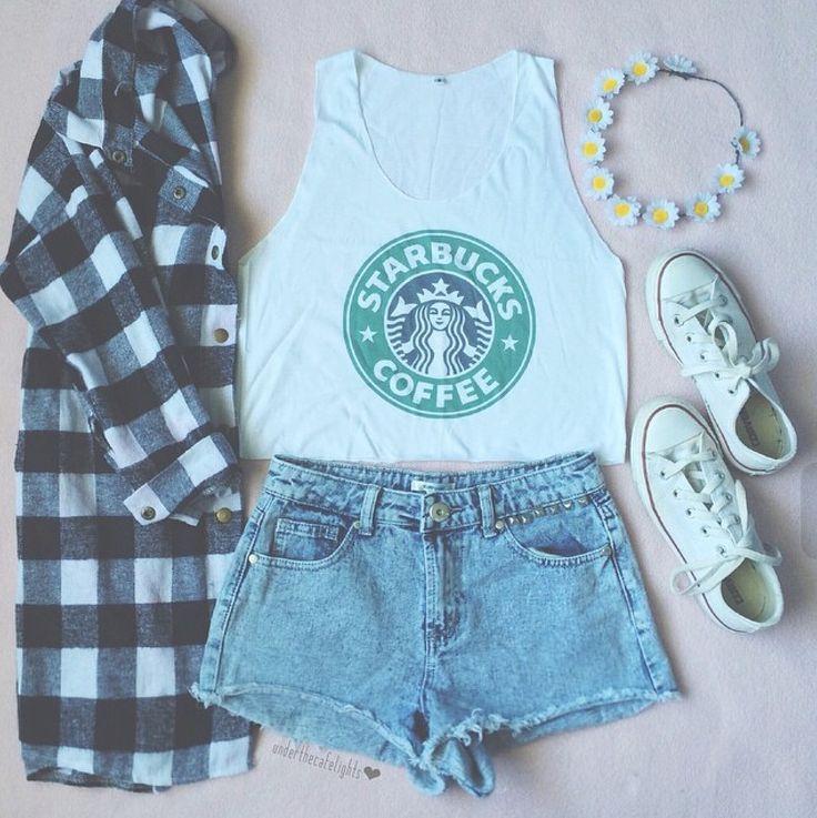 Il TumbrStile ~Estate~:Le ragazze di questo stile tendono ad indossare un outift particolare come le magliette corte ,spesso dell'Adidas,Starbucks,Nike ecc.. dei pantaloncini o dei Jeans strappati ,le scarpe (anche in estate) chiuse ,quindi Adidas ,Converse,Nike ecc...