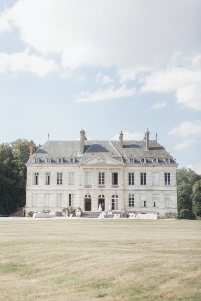 French Chateau wedding: http://www.stylemepretty.com/destination-weddings/2015/02/25/romantic-french-wedding-at-chateau-de-brognon/ | Photography: Sophie Marie - http://sophiemariephoto.com/