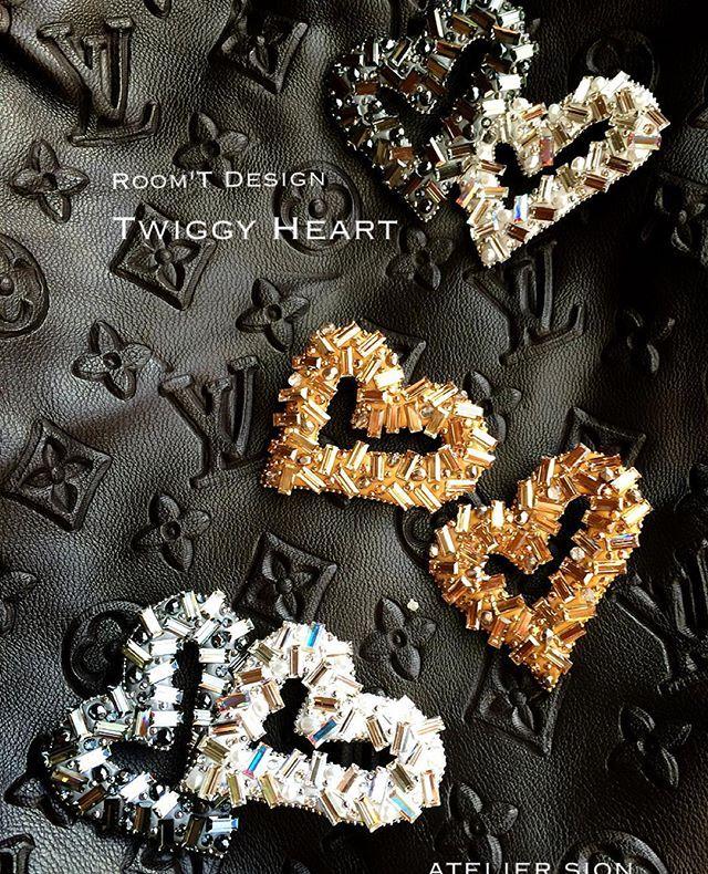 Room'T様考案 【Twiggy Heart】 キットにはないゴールドを作ってみました冬はゴールドもいい #グルーデコ #グルーデコ® #習い事 #ハート #ブローチ
