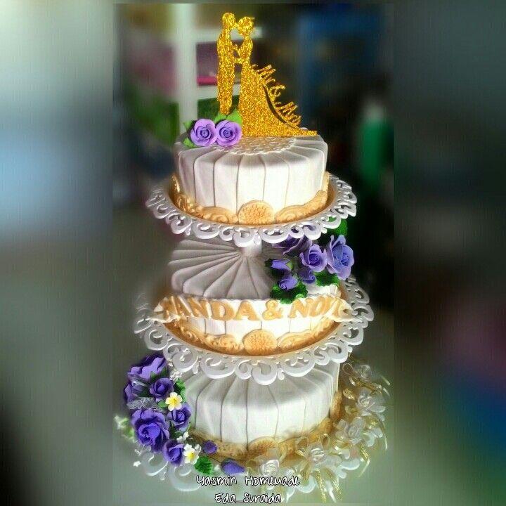 Wedding cake nuansa gold dan purple...