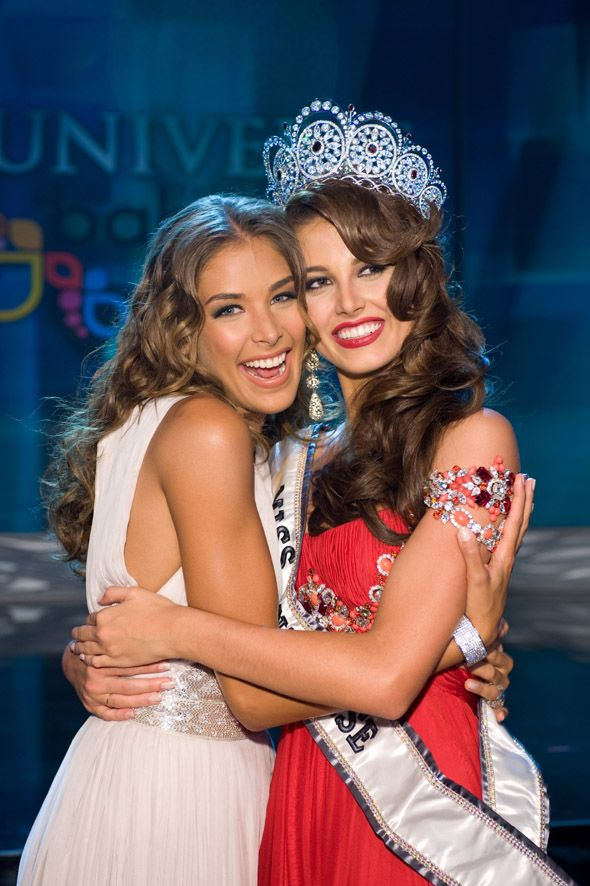 Back to back Venezuela in Miss Universe Dayana Mendoza (Miss Universe 2008) to Stefanía Fernández (Miss Universe 2009)