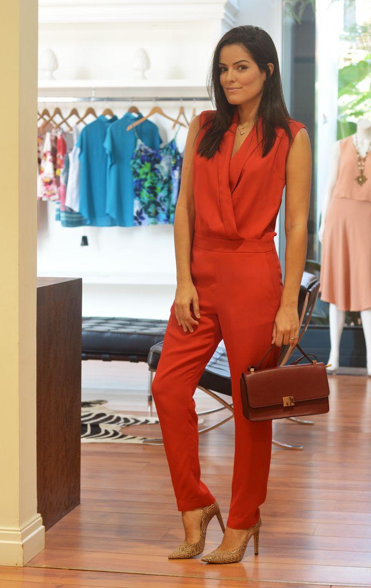 O Macacão continua em alta! Além de ser uma peça super moderna, você pode escolher um modelo mais despojado, como um macacão jeans ou pode investir em...