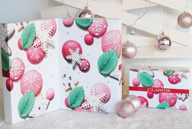 This is the first year I have the Clarins advent calendar and it's definitely one of my favorites. It was the calendar that surprised me the most with it's content, let's take a peek!     Clarins Beau